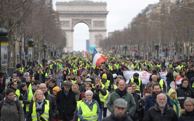Kollavestide protest Pariisis.