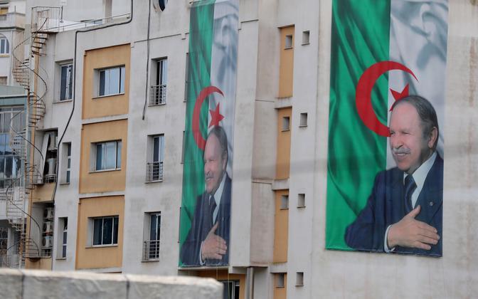 Alžeeria presidendi Abdelaziz Bouteflika pildid pealinn Alžiiris.