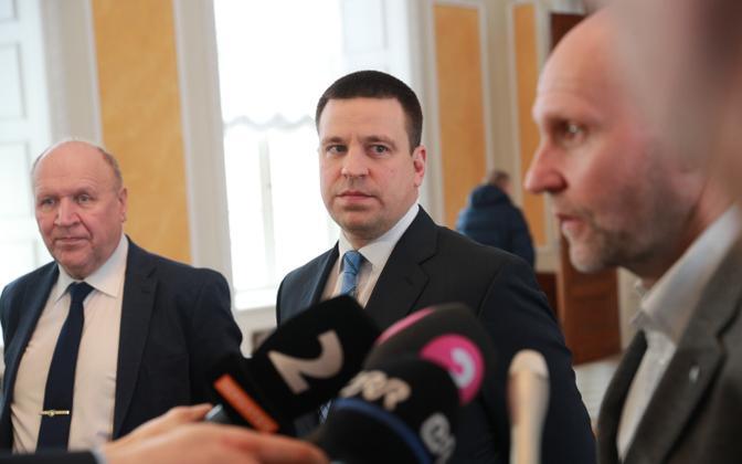 Helir-Valdor Seeder, Jüri Ratas ja Mart Helme koalitsioonikõnelusi alustades.
