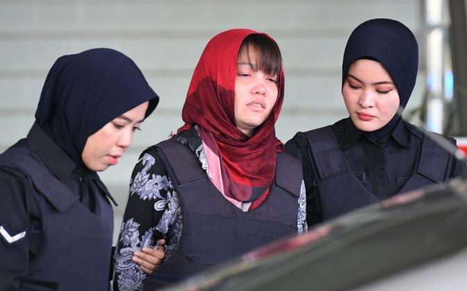Doan Thi Huong (keskel) kohtus.