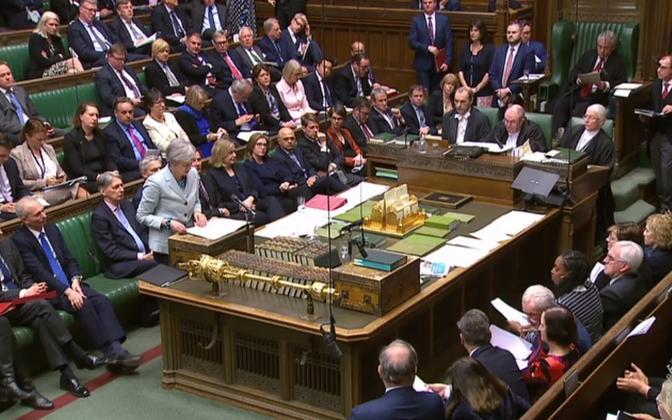 Peaminister Theresa May Briti parlamendi alamkoja ees esinemas.