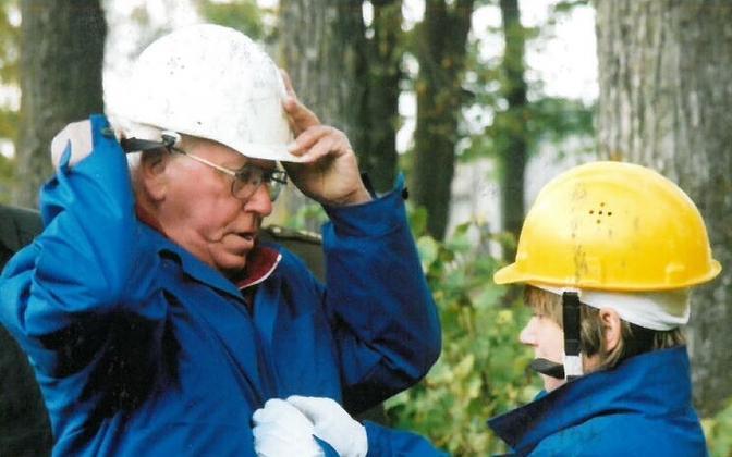 Lennart Meri ja Epp Alatalu Kukruse mõisas 2000. aasta sügisel. Ingmar Muusikuse foto Epp Alatalu erakogust.