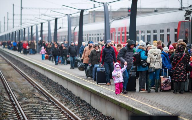 Russian tourists arriving in Tallinn via train at Balti jaam.