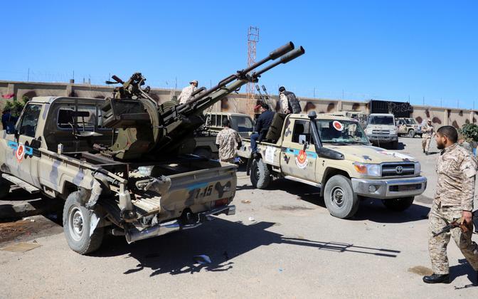 Liibüa valitsust toetavad võitlejad valmistumas Tripoli kaitsmiseks.
