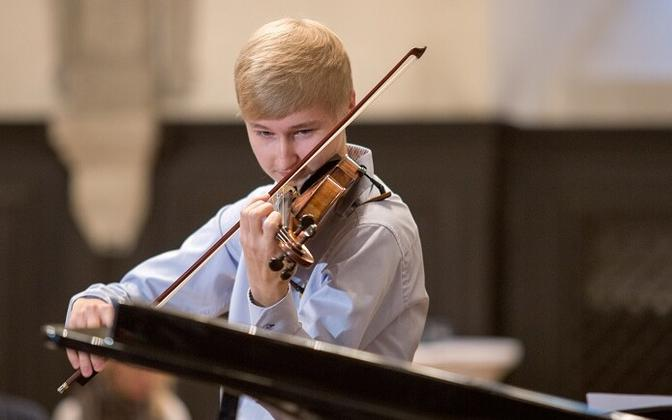 Hans Christian Aavik Vladimir Sapožnini viiuliga.