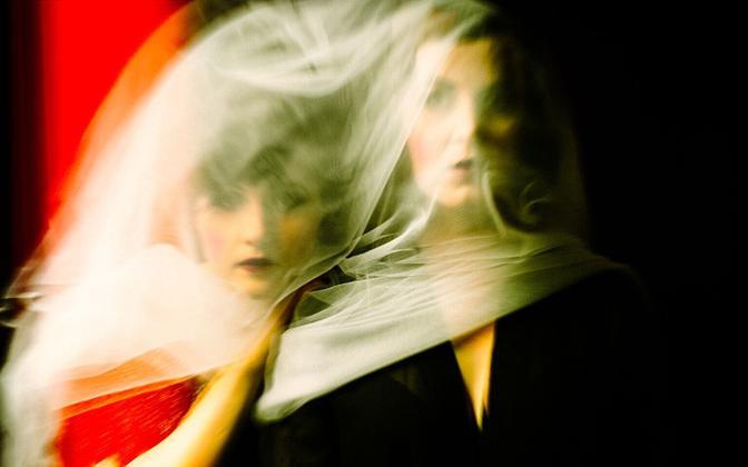 Ansambel ILM, mille liikmeteks on Jana Abzalon ja kitarrist Merje Kägu