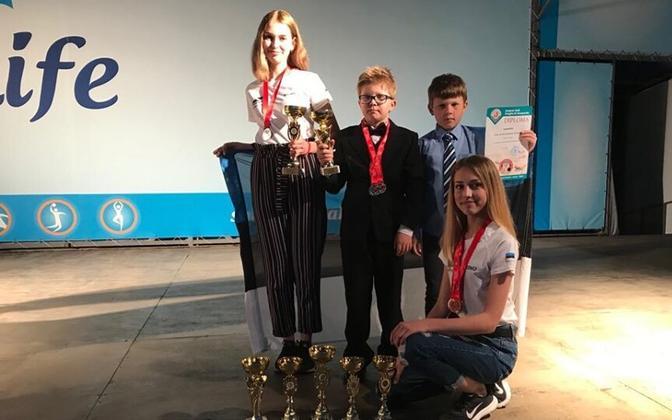 Noored Eesti kabetajad EM-il saavutatud auhindadega.
