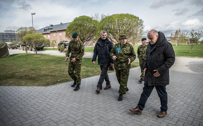 Kaitseminister Jüri Luik saabus Kevadtormile.