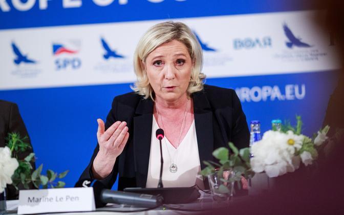 Prantsuse Rahvusliku Liidu juht Marine Le Pen Tallinnas pressikonverentsil.