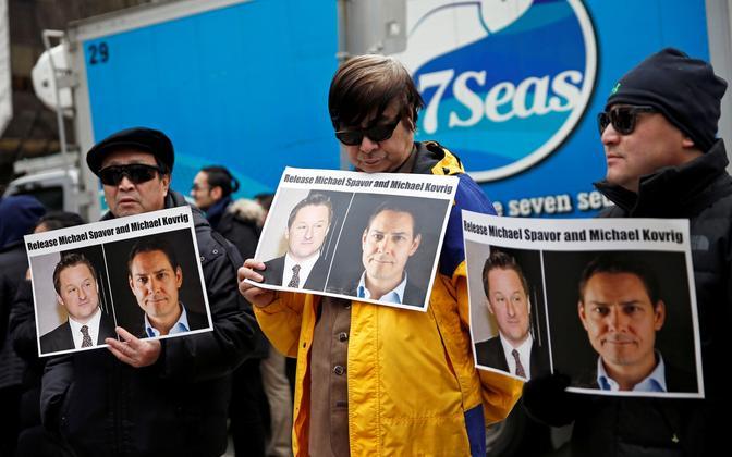 Meeleavaldajad nõudmas Hiina poolt vahistatud Kanada kodanike Michael Spavori ja Michael Kovrigi vabastamist.