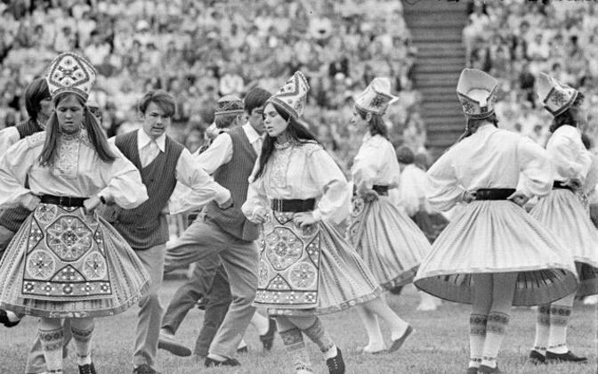 Koolinoorte tantsupidu 1972
