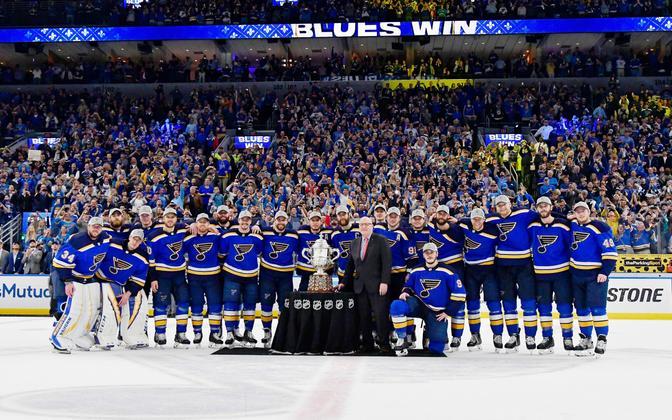 St. Louis Blues läänekonverentsi trofeega