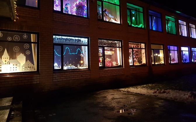 Väätsa Rahvamaja jõulu vaateaknad. Tehakse iga aasta jõuludeks kogukonna poolt.