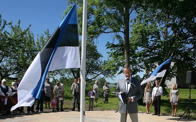 President Toomas Hendrik Ilves delivering a speech on Flag Day in Kõpu, Viljandi County in 2011.