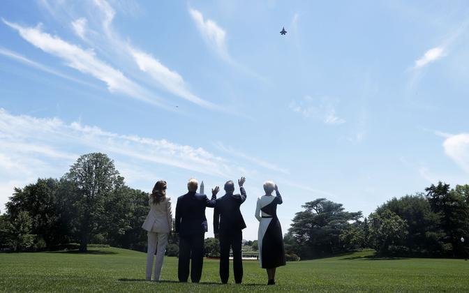 F-35 hävitajate müüki Poolale tähistas nende ülelend Valgest Majas hetkel kui USA ja Poola presidendid abikaasadega seal kohtusid.