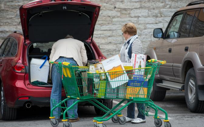 Finnish tourists buying alcohol in Tallinn. Photo is illustrative.