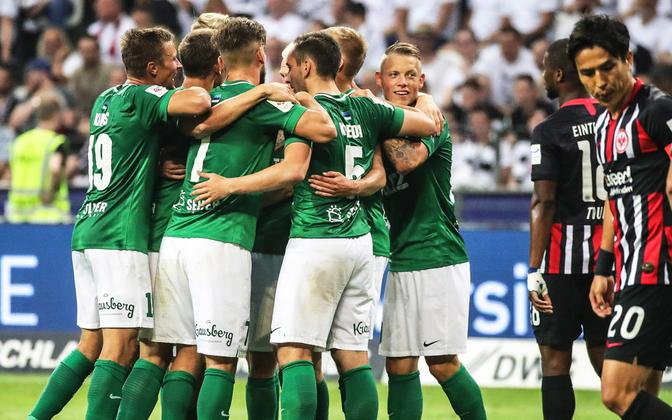 FC Flora Vlasi Sinjavski viigiväravat tähistamas