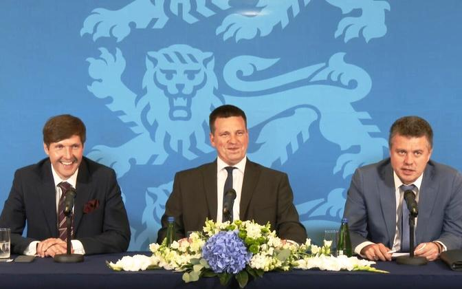 Minister of Finance Martin Helme (EKRE), Prime Minister Jüri Ratas (Centre) and Minister of Foreign Affairs Urmas Reinsalu (Isamaa) at the press conference marking 100 days in government. Aug. 8, 2019.