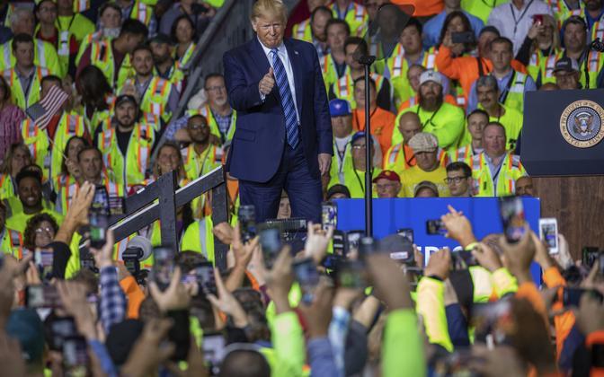 President Trump kohtumas töölistega Shelli tehases Pennnsylvanias.