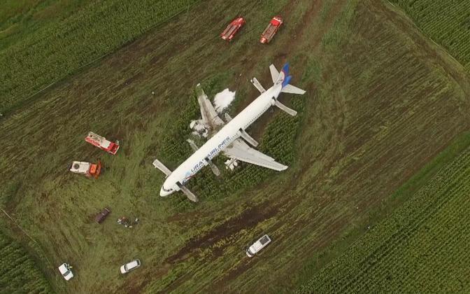 Lennuk maisipõllul.