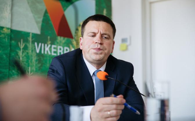 Prime minister Jüri Ratas in the Vikerraadio studios on Thursday.