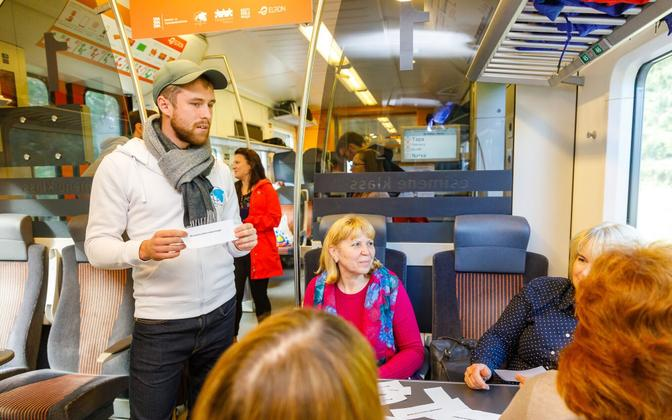 The Integration Foundation and others provided Estonian language lessons on the Tallinn-Narva Train.
