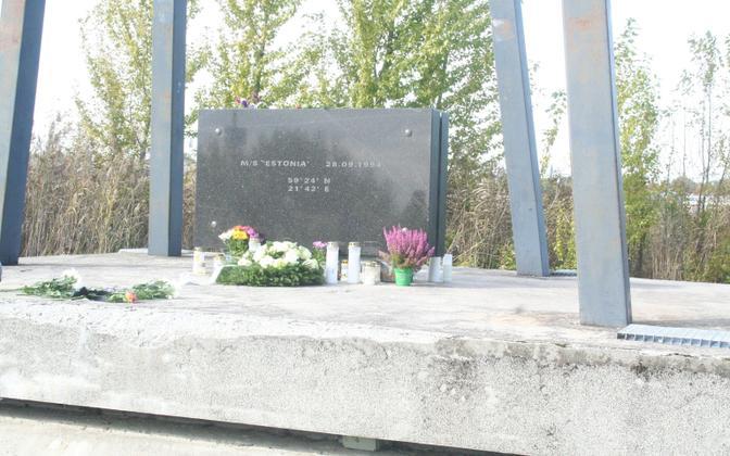 Estonia mälestusmärk Pärnus.