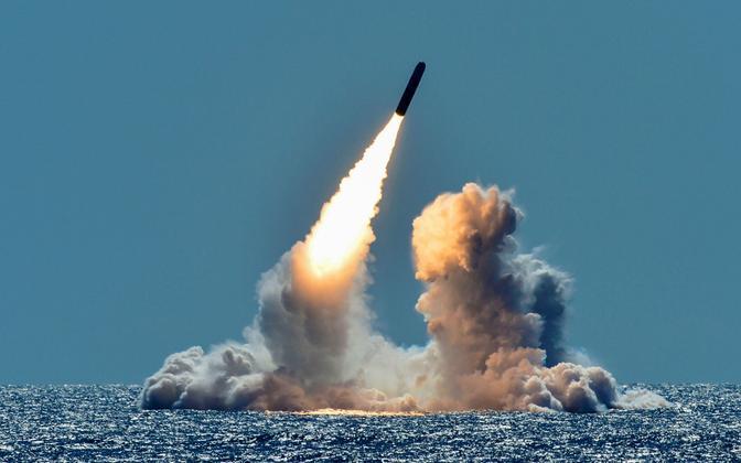 Raketi väljatulistamine allveelaevalt. Siin stardib rakett Trident II D5 USA allveelaevalt USS Nebraska.