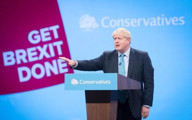 Boris Johnson konservatiivide konverentsil kõnet pidamas.