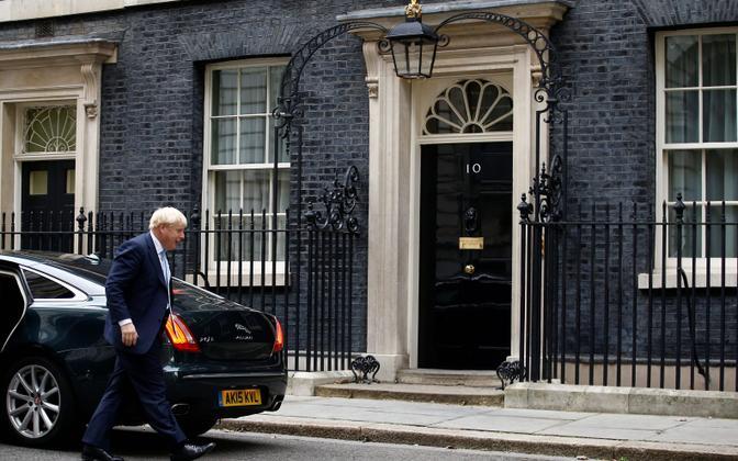 Boris Johnson Londonis peaministri residentsi ees.