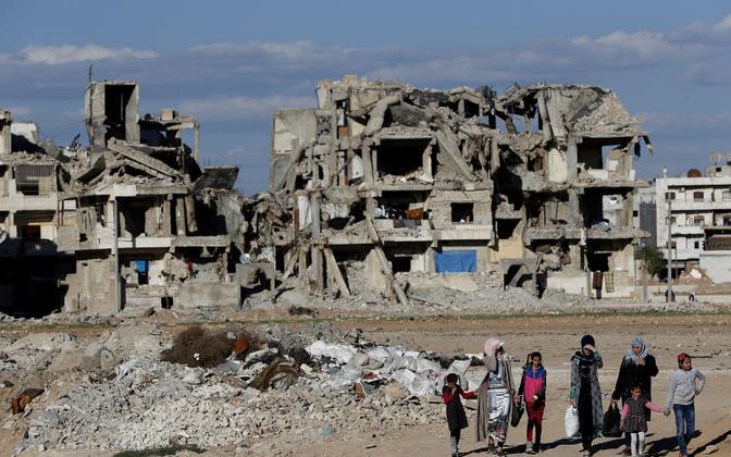Kurdidega asustatud rusudes Manbij Süürias