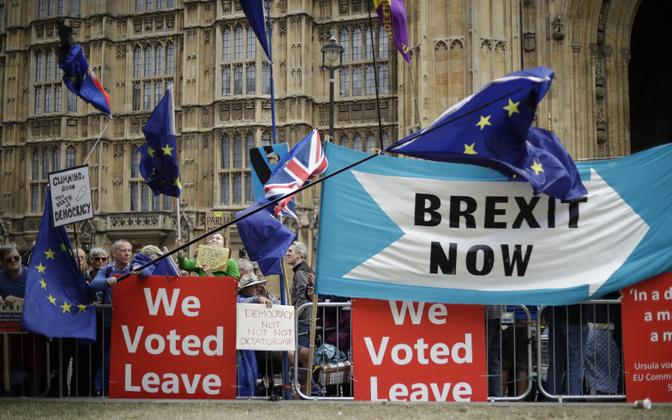 Brexit supporters outside of the Palace of Westminster, the seat of the British Parliament in London.