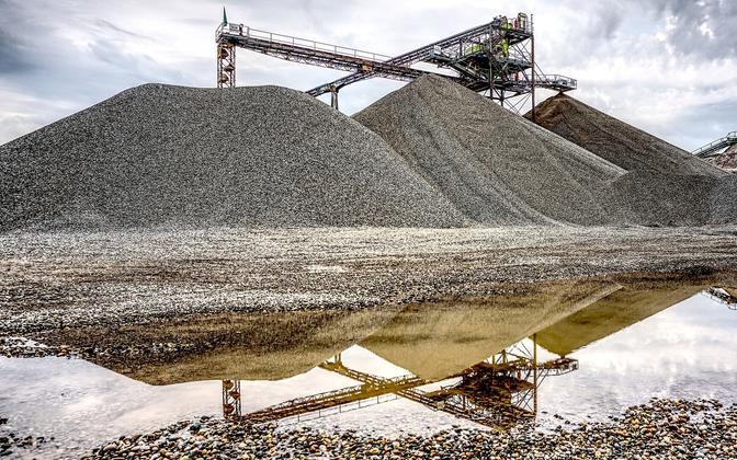 Mining (photo is illustrative).