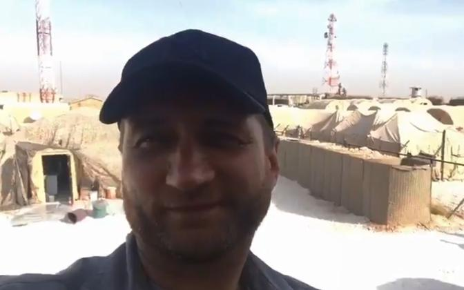 Vene korrespondent Manbiji baasis filmimas.