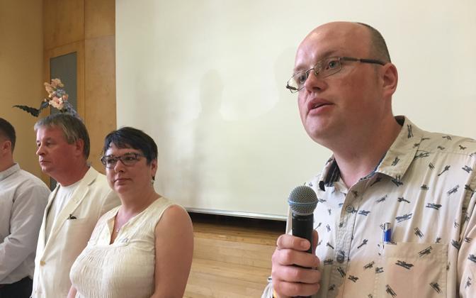 Vabaerakonna esimees Heiki Lill (paremal).