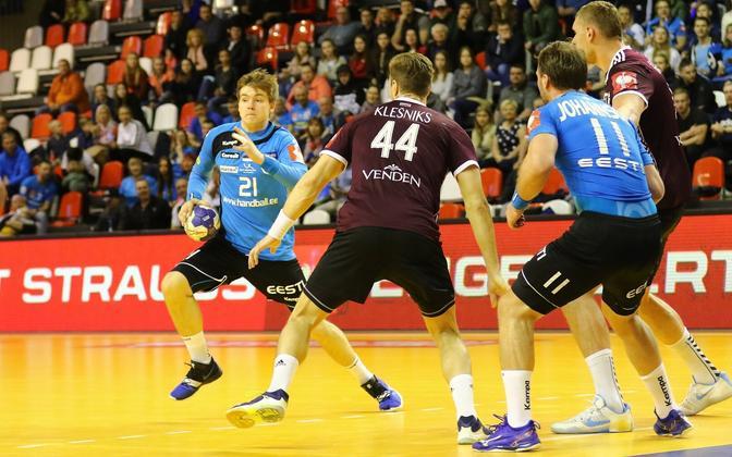 Aprillikuises EM-valikmängus Läti vastu mahtusid ühele pildile nii koondise noorim pallur Alfred Timmo kui eakaim mängija Martin Johannson.