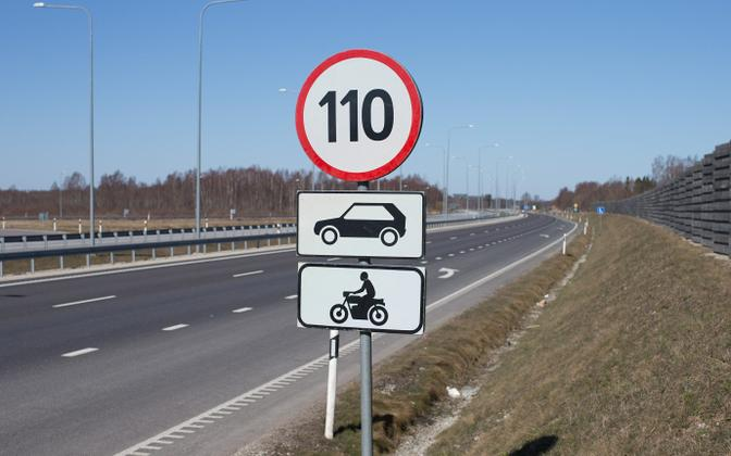 The Road Administration will be removing road signs allowing speed limits of 110 km/h this week as winter speed limits take effect on Oct. 30.