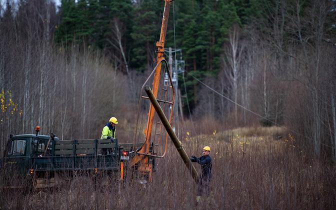 Power line repair in Võru County following Sunday's storm.