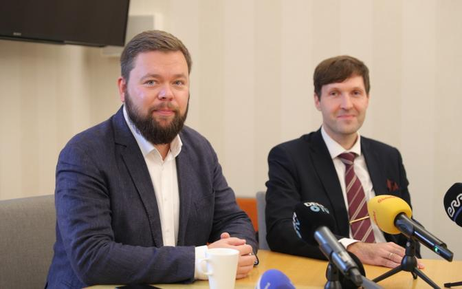New IT and foreign trade minister Kaimar Karu (left) with finance minister and EKRE deputy chair Martin Helme at a press conference following his appointment Friday.