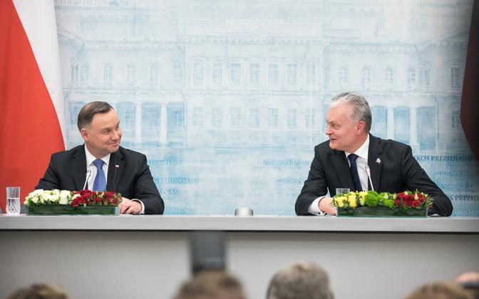 Andrzej Duda ja Gitanas Nauseda pressikonverentsil.