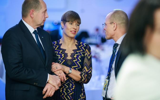 President Kersti Kaljulaid abikaasaga (vasakul) õhtusöögil Estonias Ukraina riigipea visiidi ajal.