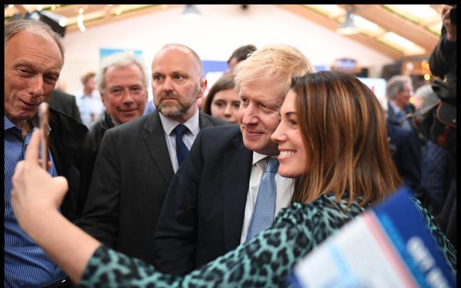 Peaminister Boris Johnson kampaaniakohtumisel.