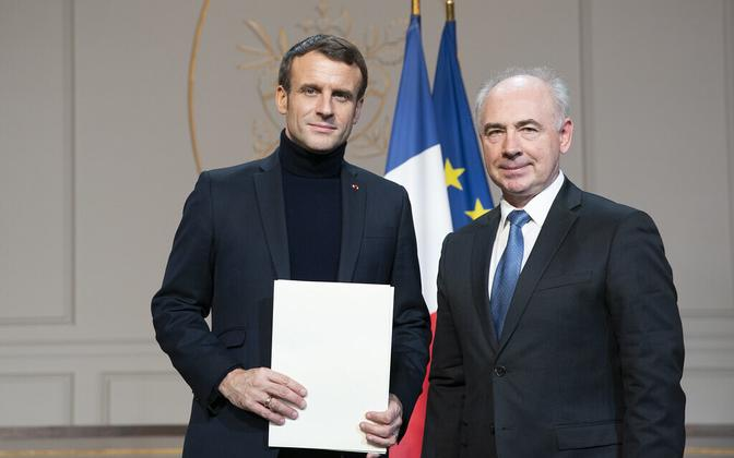 Clyde Kull presenting his credentials to French President Emmanuel Macron, on taking up his post as ambassador to France in December 2019.