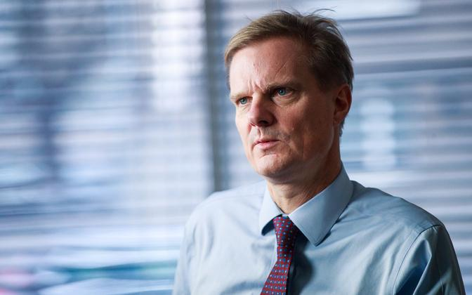 Swedbank CEO Jens Henriksson being interviewed by ERR's Johannes Tralla in Tallinn.