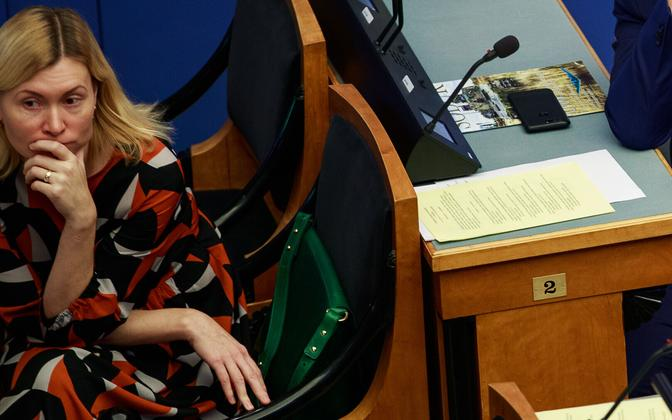 SDE MP Riina Sikkut at the Riigikogu. Sikkut submitted the bill to reject the government's latest pharmacy reform bill.