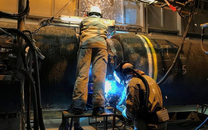 Allseasi töötajad Nord Stream 2 torujuhet valmistamas.