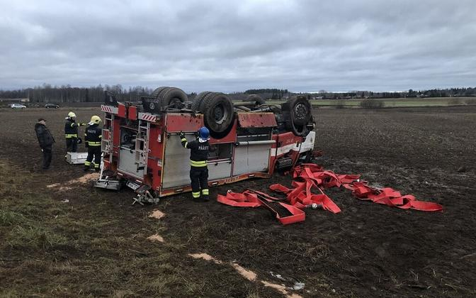 The Rescue Board's fire truck ended up on its roof after leaving the road, requiring the hospitalization of all four of its crew.