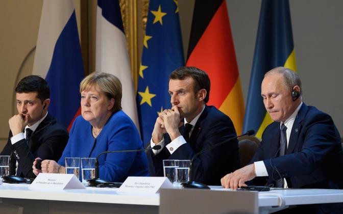 Vene president Putin (paremal) ja Ukraina riigipea Zelenski (vasakul servas) kohtusid esmakordselt tänavu oktoobris koos Saksa ja Prantsuse liidriga peetud nn. Normandia formaadi tippkohtumise raames.
