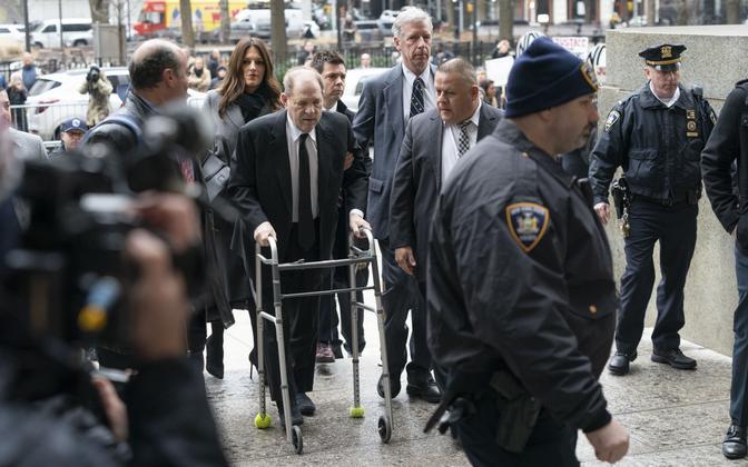Harvey Weinstein New Yorgis kohtusse saabumas.
