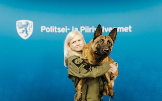 Юлия Ээсалу и бельгийская овчарка Шарки.